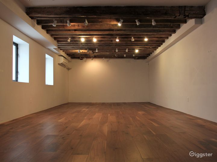 LES Gallery & Yoga Studio with Wooden Beams Photo 2