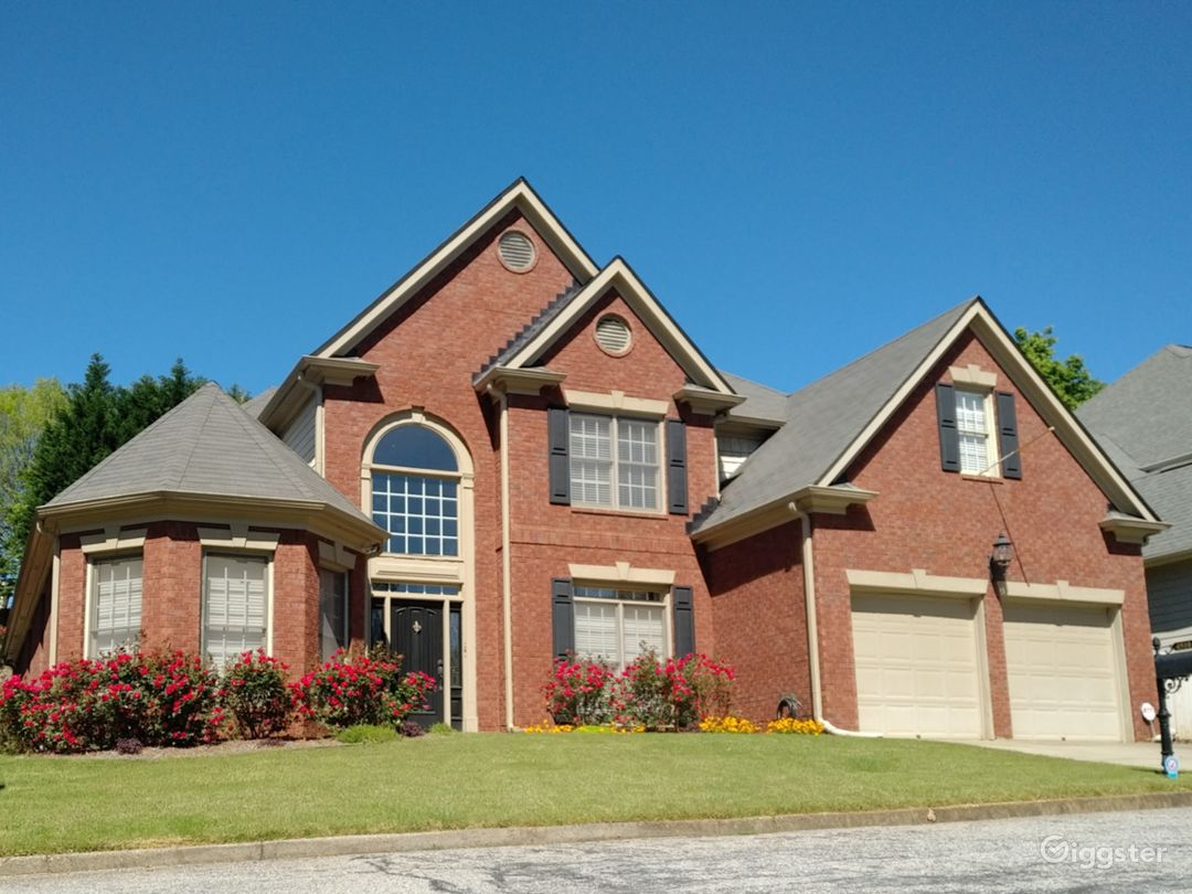 Executive home with pool Vinings Photo 5