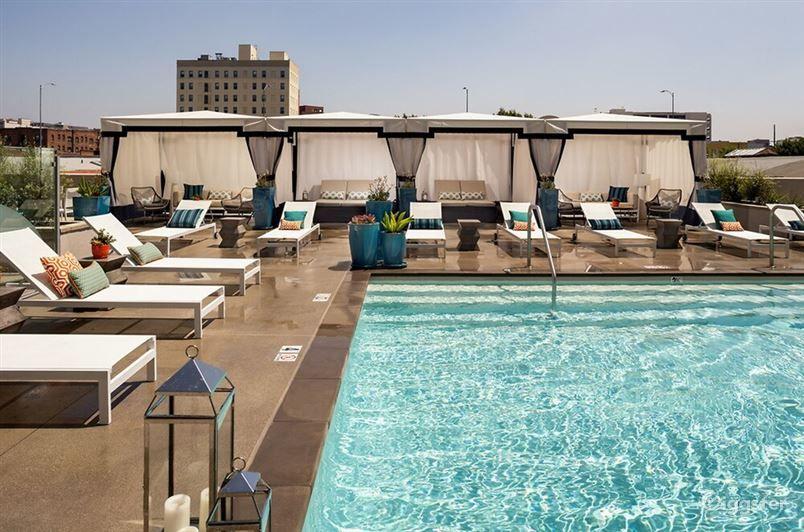 Lavish Pool in LA Photo 1
