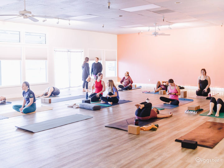 Bright, Airy Yoga Studio (2-rooms)   Photo 3