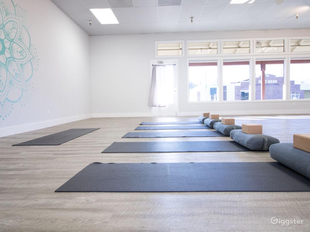 Bright, Airy Yoga Studio (2-rooms)   Photo 1