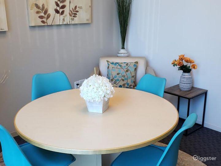 Stylish Small Meeting Room Photo 2