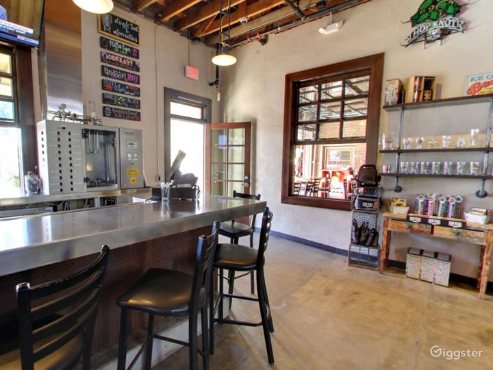 Private Bar Space for Parties in Tempe Photo 3