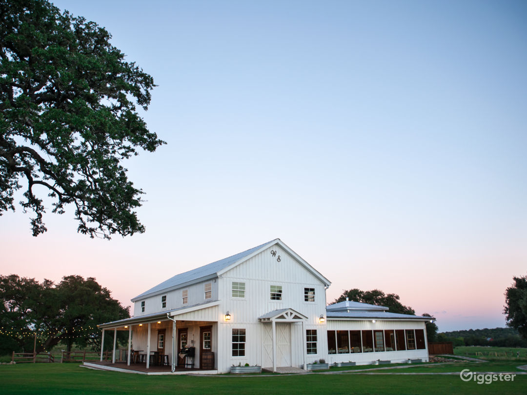 Boutique Hotel Venue on Beautiful Hill Country Photo 1