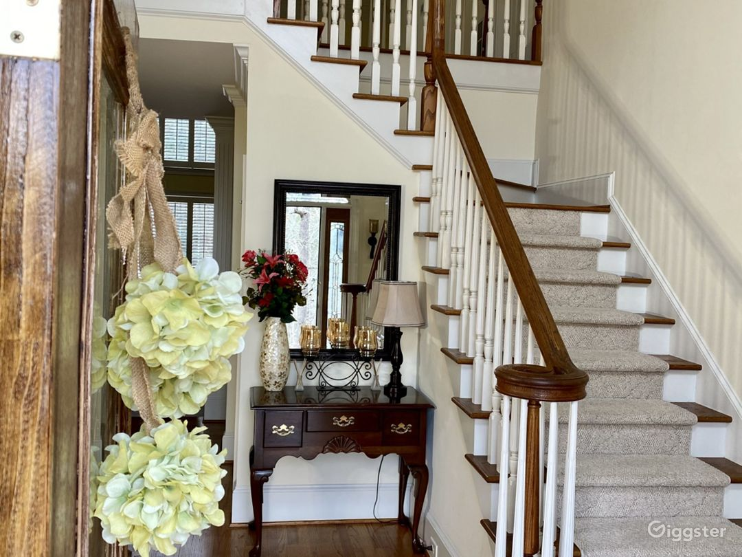 Grand Private Home on Wooded Lot Photo 1