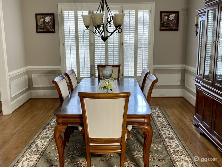 Grand Private Home on Wooded Lot Photo 2