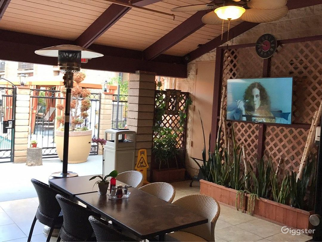 Dining Area with Pool Photo 1