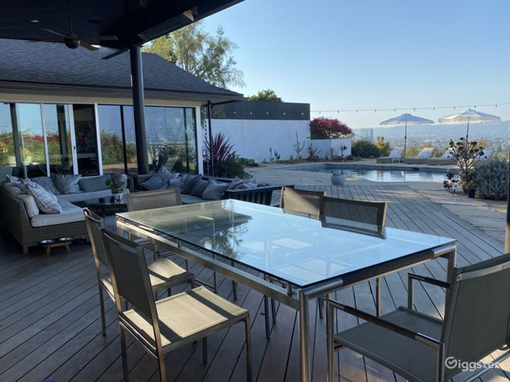 Mid Century Ranch Style Home w/ Amazing View of LA Photo 3