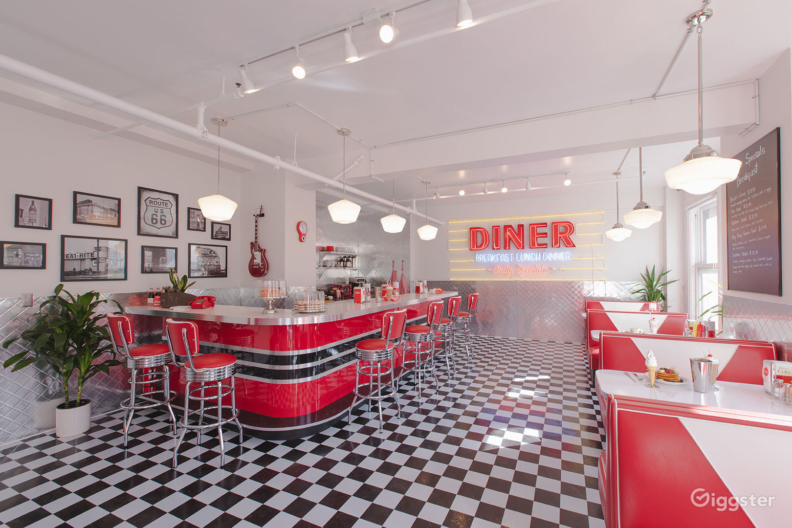 Dtla Sun Drenched 50s Retro Diner Restaurant Cafe Rent This Location On Giggster