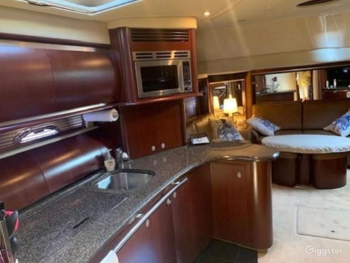 Majestic 54FT SEA RAY Yordany Party Yacht Space Events  Photo 3