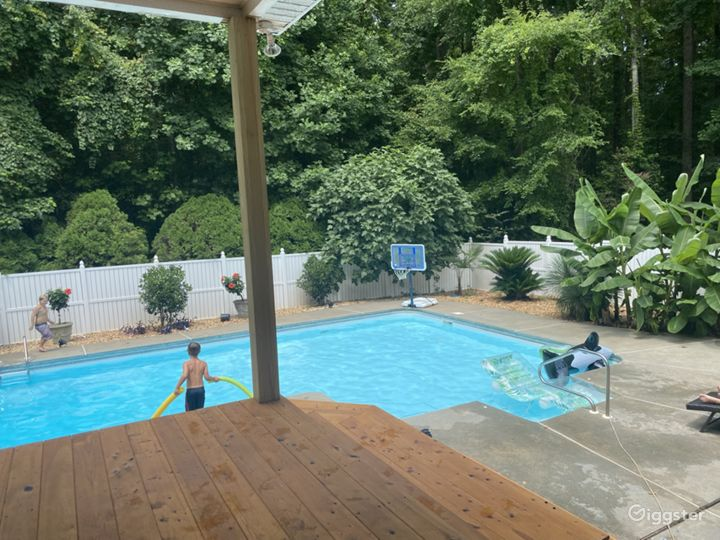 Backyard tropical paradise with pool/covered deck Photo 2