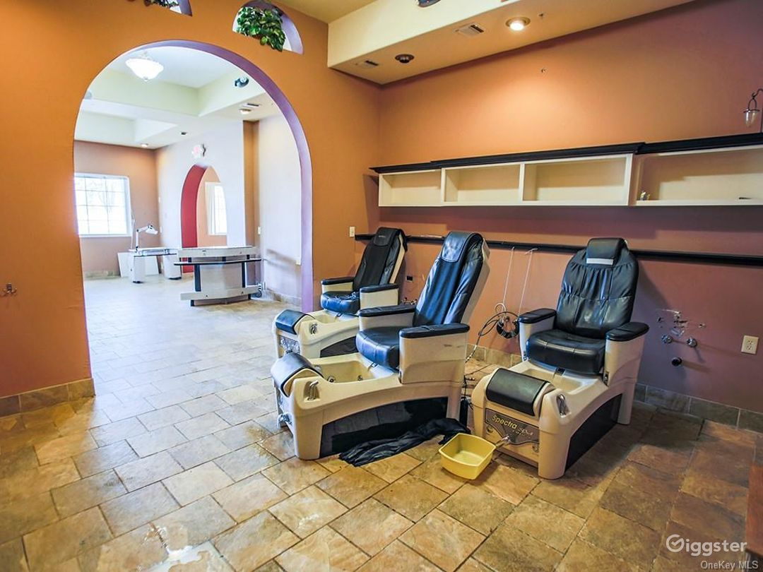 Hair/Nail Salon Photo 1
