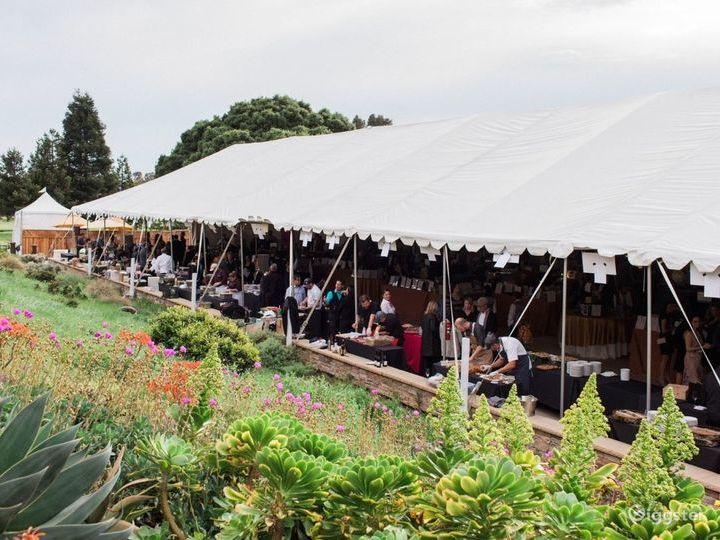 Flexible Outdoor Dining Space in San Rafael Photo 2