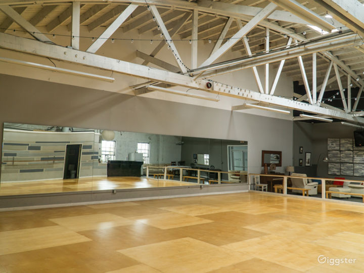 Industrial Dance Studio with Kitchen and Lounge Photo 2