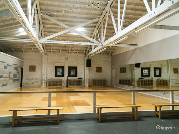 Industrial Dance Studio with Kitchen and Lounge Photo 5