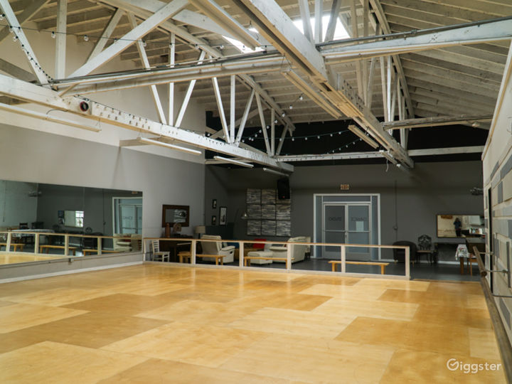 Industrial Dance Studio with Kitchen and Lounge Photo 3