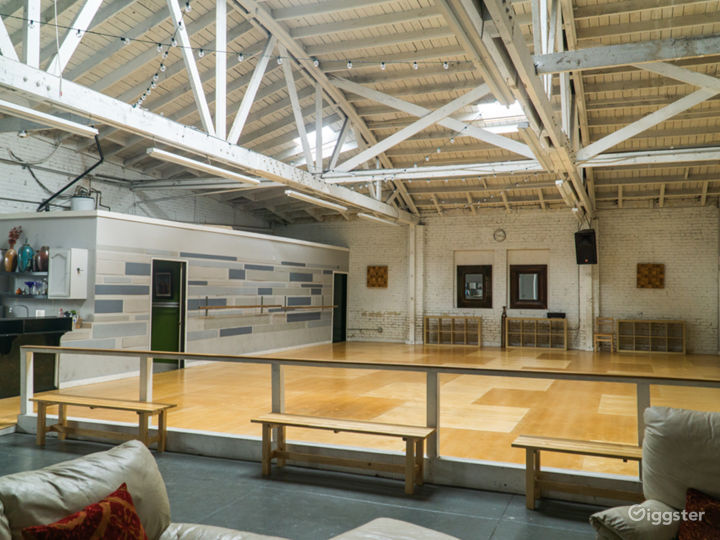 Industrial Dance Studio with Kitchen and Lounge Photo 4