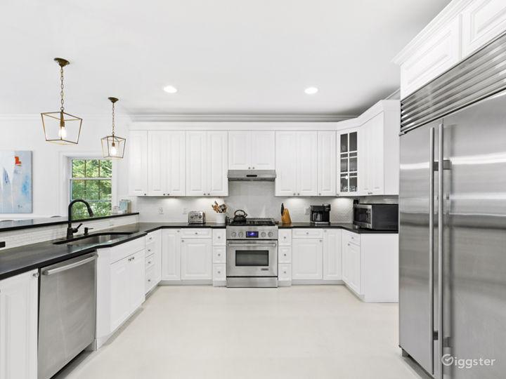 Classic and Cheery Hamptons Beach House Photo 2