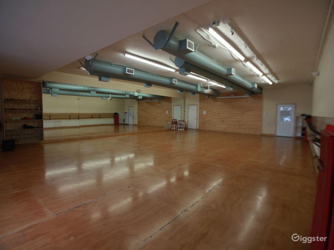 Modern Art Studio  Photo 5