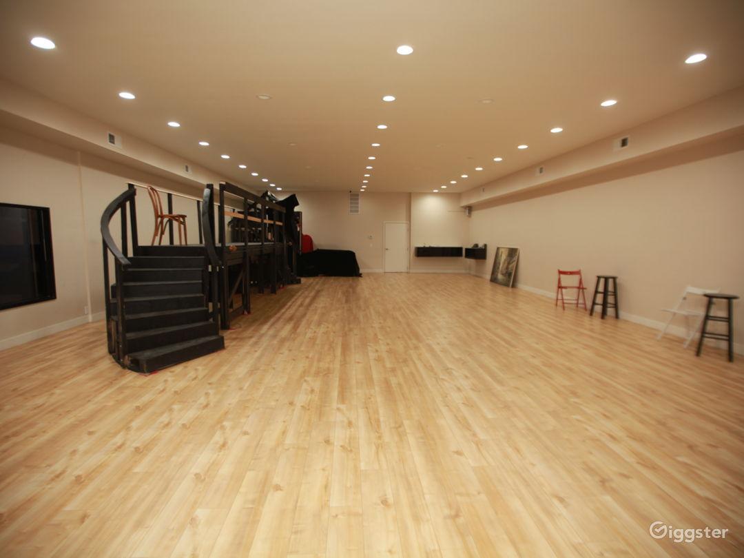 Modern Art Studio  Photo 1