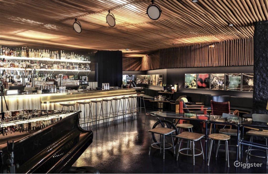 Mid-century cocktail lounge Photo 1