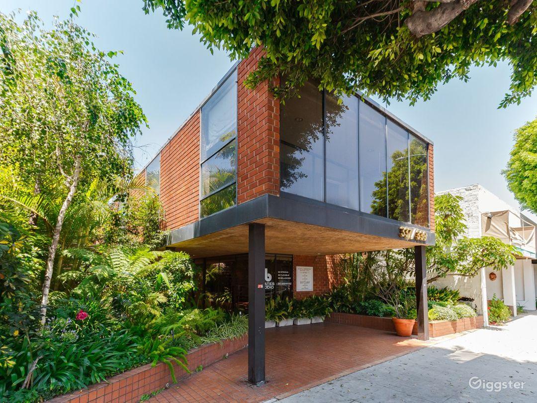 Beverly Hills Modern Space  Photo 1