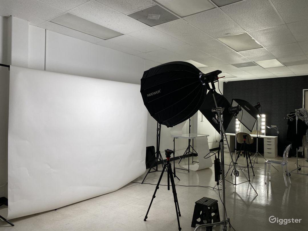 Spacious Photo Studio W/ Equipment Included  Photo 1