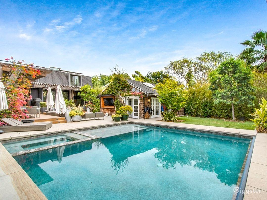 Resort Style Pool w Guest House - West LA Photo 1