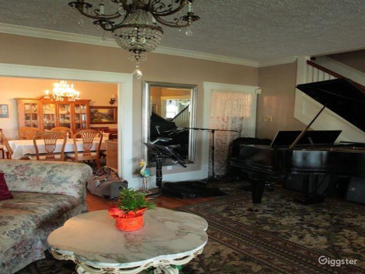 Lovely Lodge with Elegant Setting Photo 2