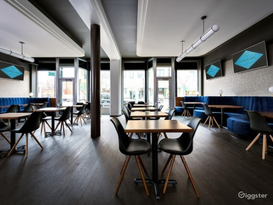 Modern Dining Room in Chicago Photo 1