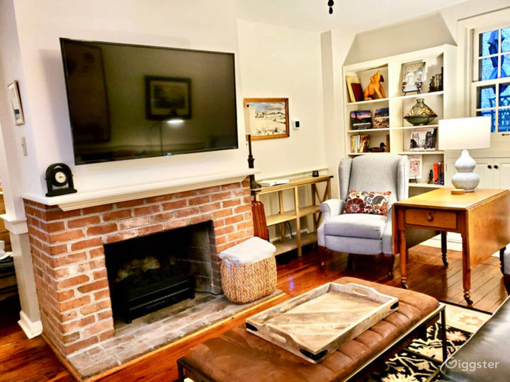 NEW* Historic 4 Brm Old City House, FREE PARKING!  Photo 4