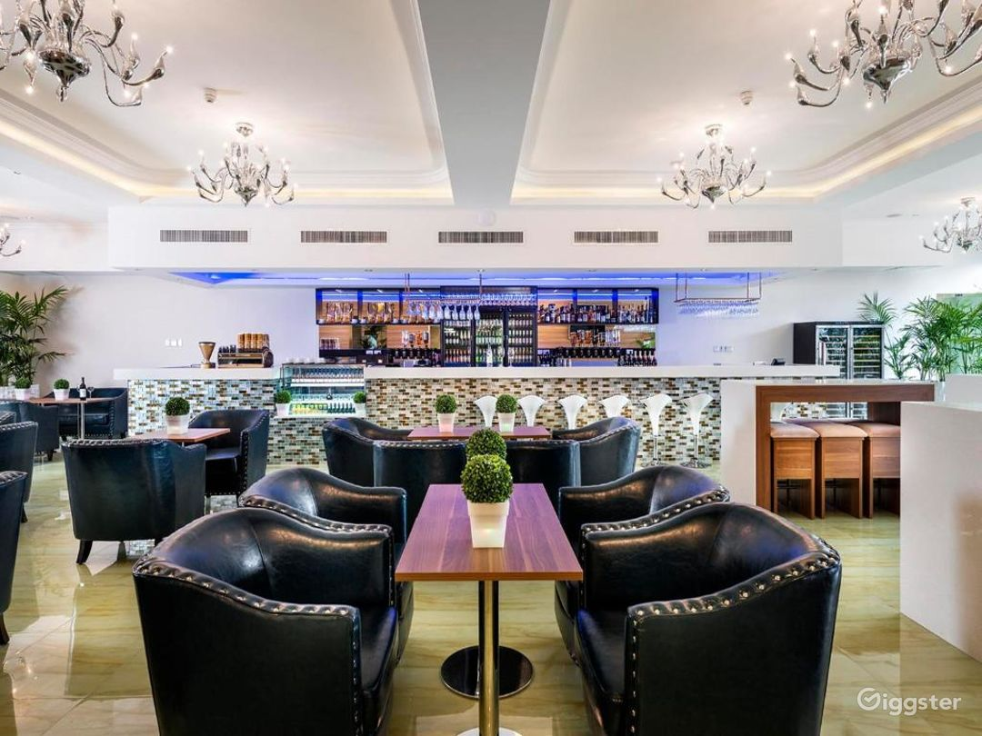 Cozy Bar and Lovely Lounge in Ascot Photo 1