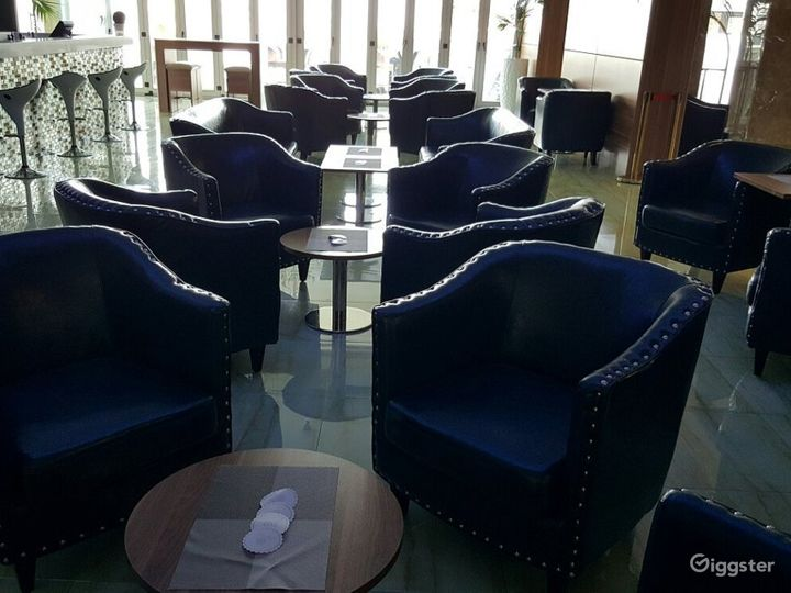 Cozy Bar and Lovely Lounge in Ascot Photo 4