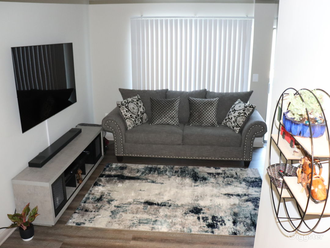 Modern, cozy townhome Photo 1