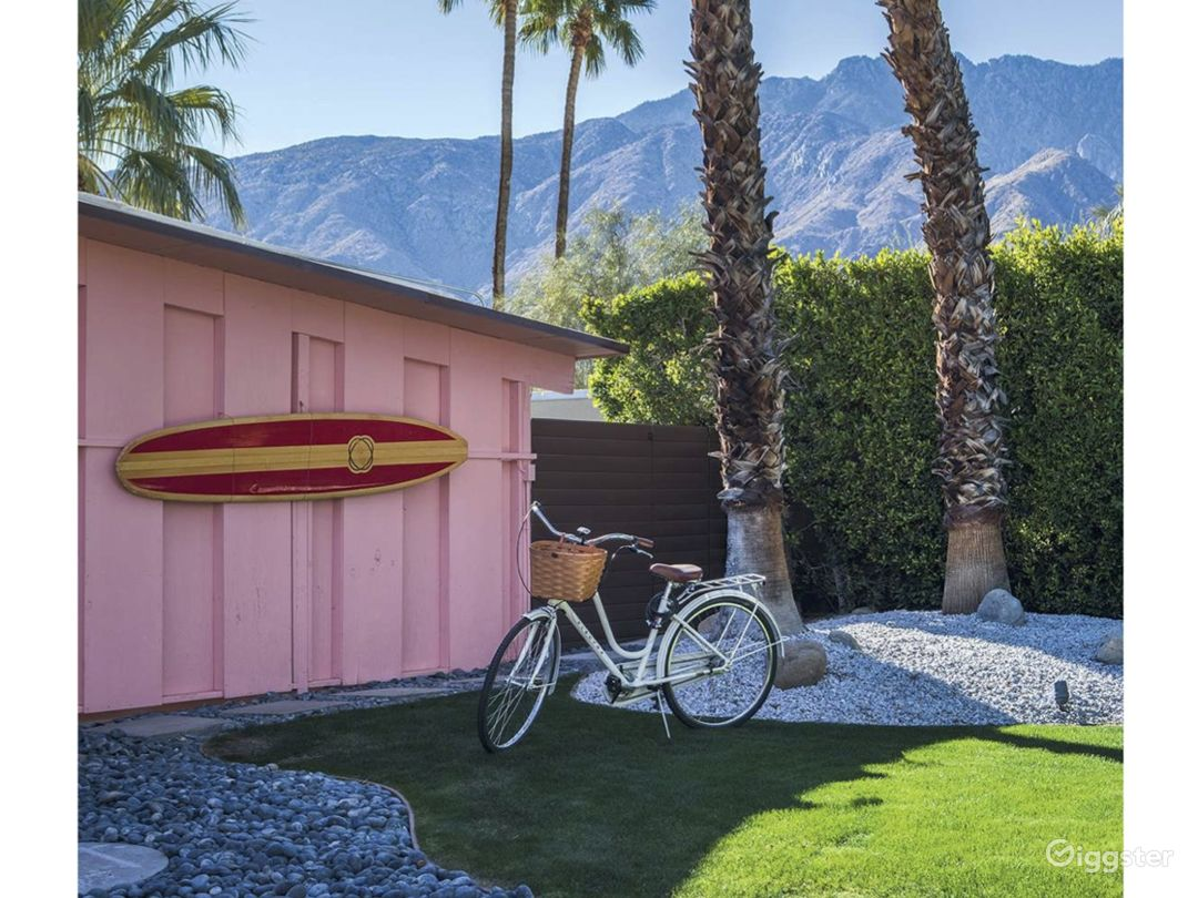 Mid-Century Moroccan-Style Pink Palm Springs House Photo 4