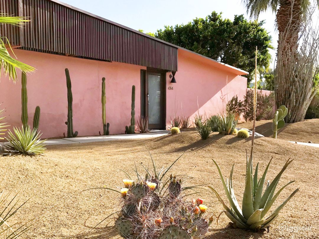 Mid-Century Moroccan-Style Pink Palm Springs House Photo 2