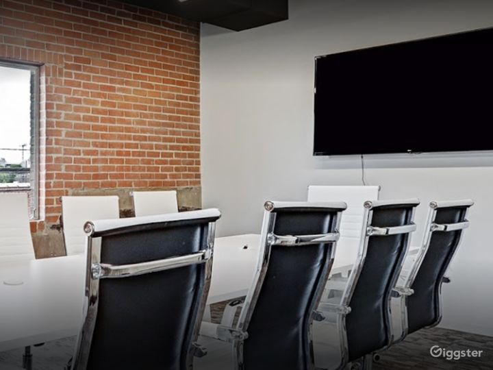 Stylish Private Spaces for Meetings in Houston Photo 4