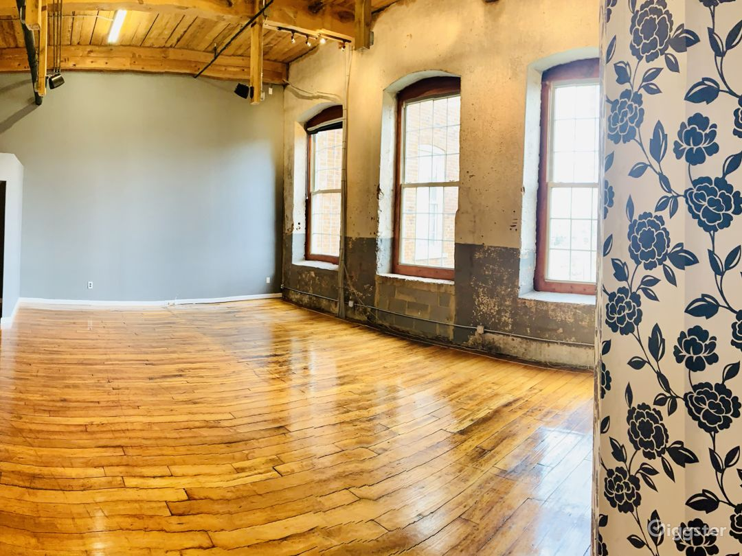 Charismatic Loft In A Historic Mill Building Photo 1