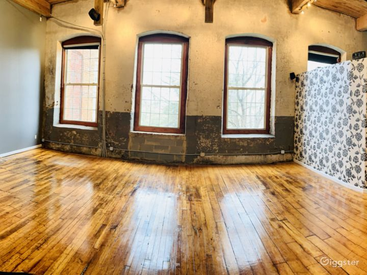 Charismatic Loft In A Historic Mill Building Photo 2