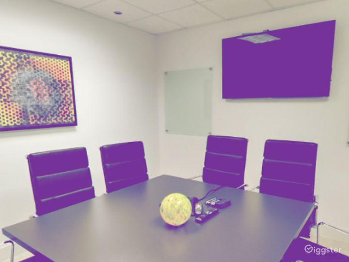 Modern European 8 Seat Conference Room Photo 3