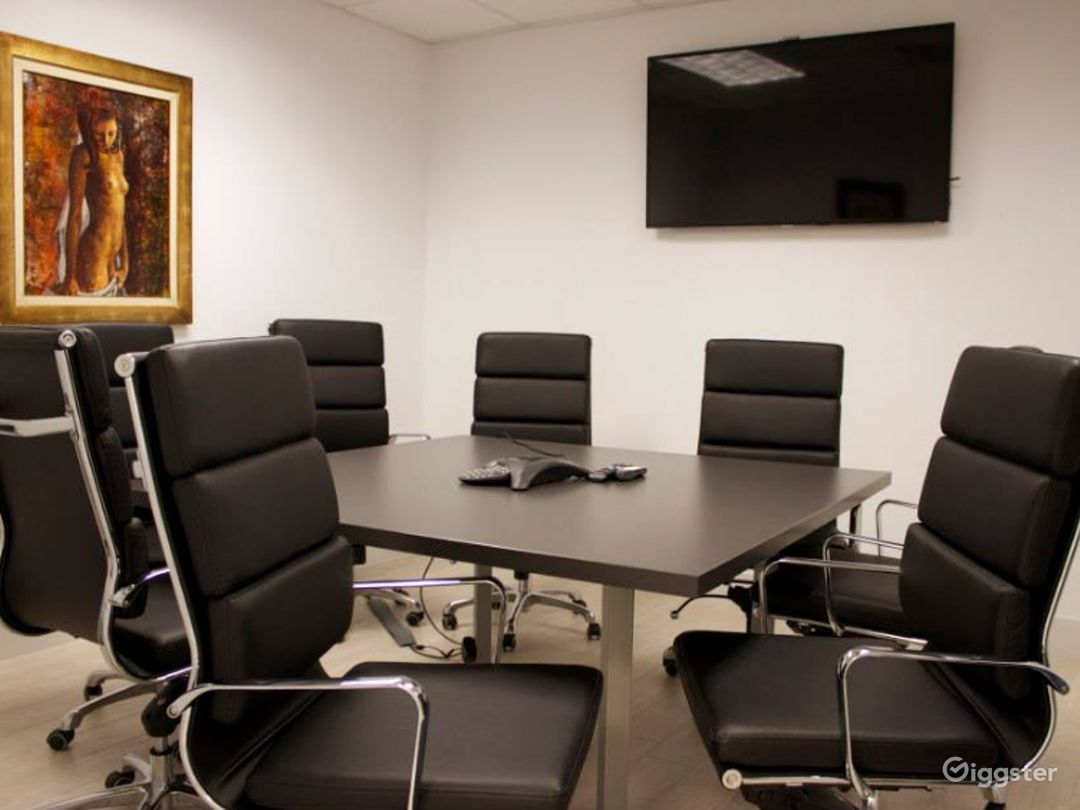 Modern European 8 Seat Conference Room Photo 1