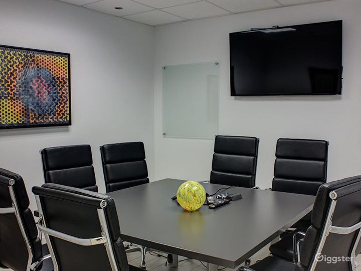 Modern European 8 Seat Conference Room Photo 5