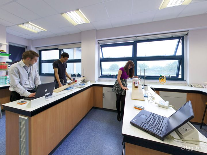 Well-equipped Science Laboratory in London Photo 4