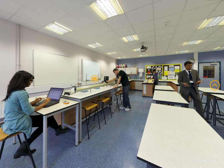Well-equipped Science Laboratory in London Photo 2