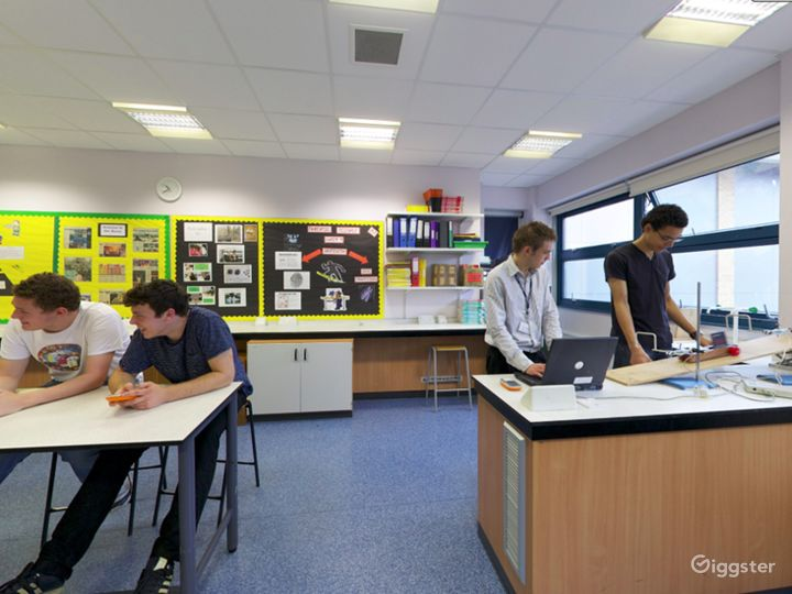 Well-equipped Science Laboratory in London Photo 5