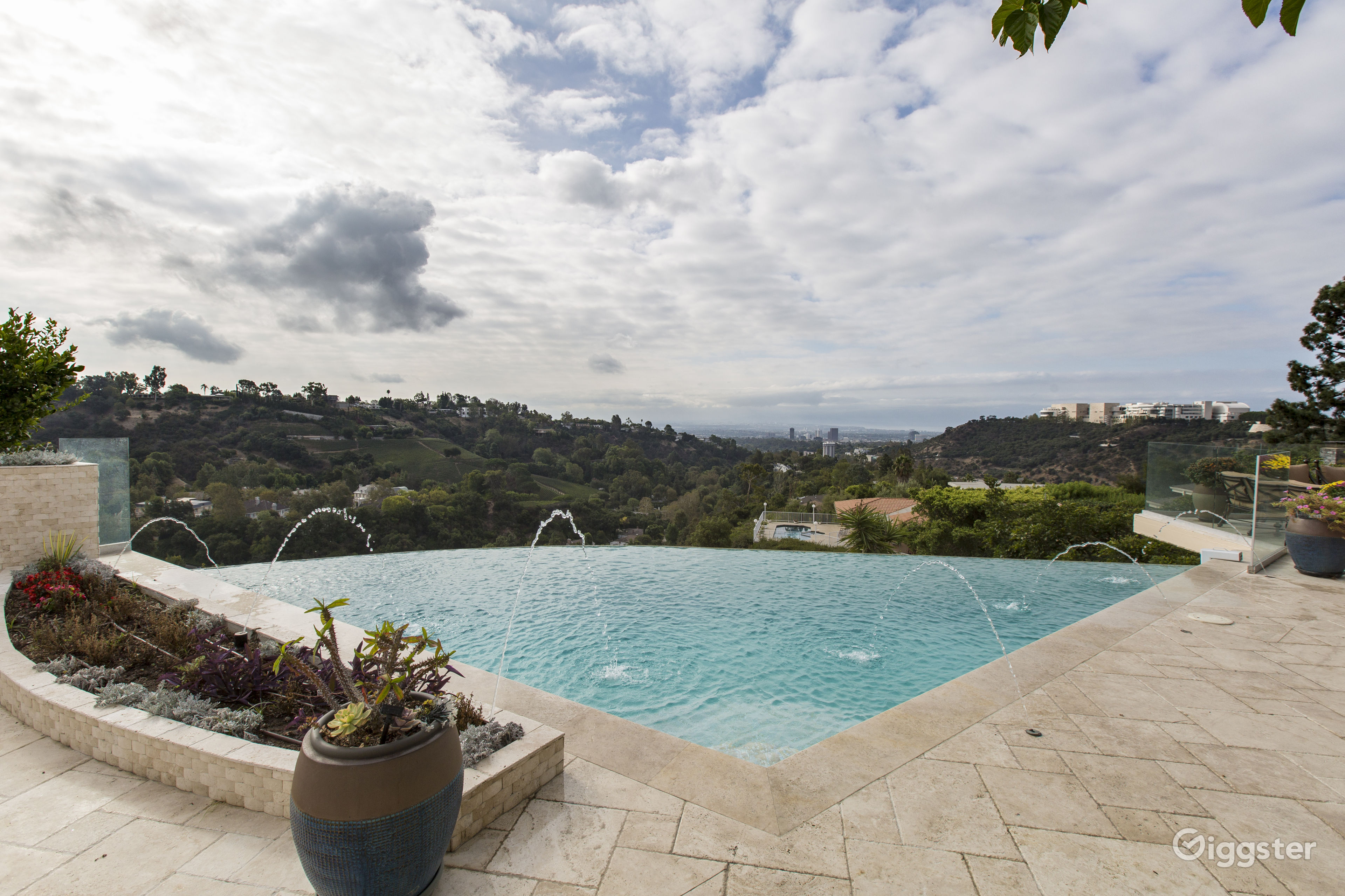 Infinity Pool Jacuzzi Overlooking Los Angeles Rent This Location On Giggster