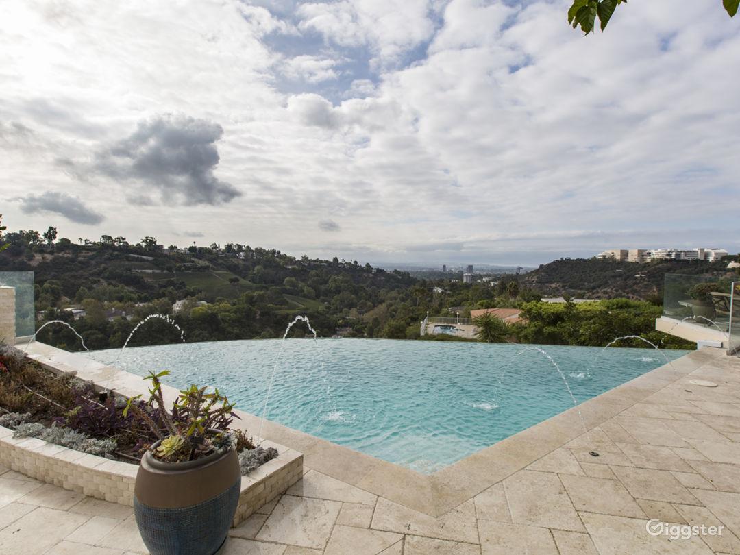 Infinity Pool & Jacuzzi Overlooking Los Angeles  Photo 1