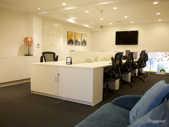 Fixed desk area