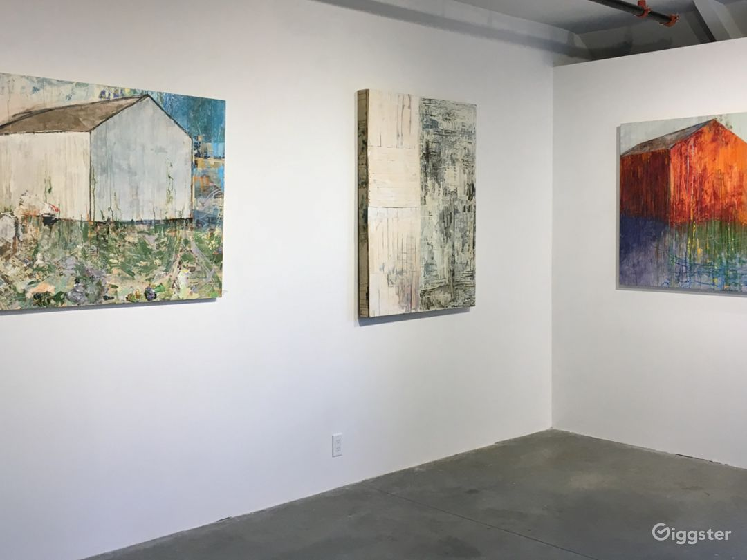 Contemporary industrial gallery space Photo 3