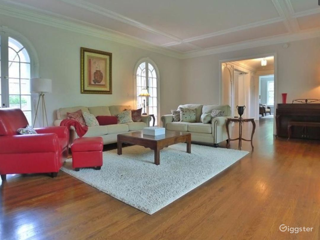 Colonial Style Home built in 1920's Photo 2